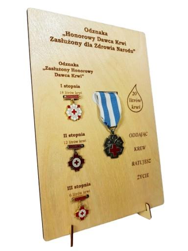 Ekspozytor NEW na odznaki zasłużonego HDK