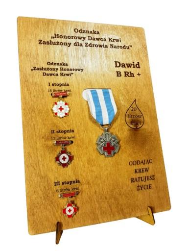 Ekspozytor NEW na odznaki zasłużonego HDK imię