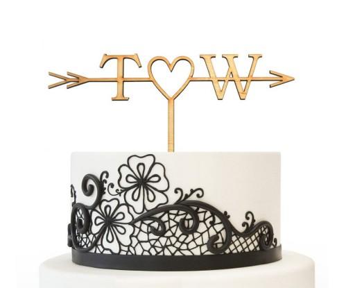 Drewniany topper na tort inicjały strzałka