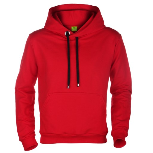 czerwona bluza z kapturem przez głowe