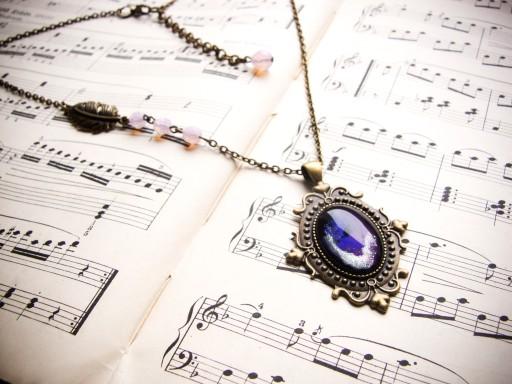 Naszyjnik w stylu wiktoriańskim, fioletowy kosmos